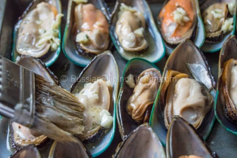 Baked Mussels With Cheesy Garlic Butter Topping | Russian Filipino ...